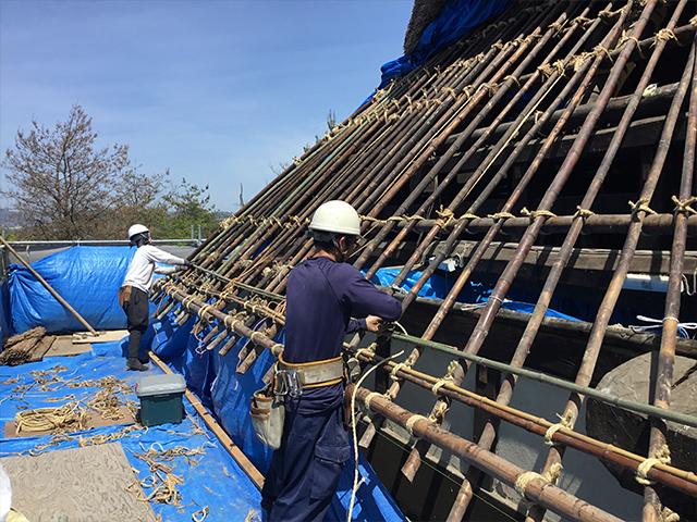 茅葺屋根改修