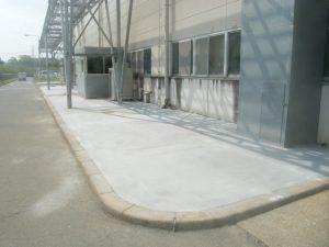工場メンテナンス 歩道