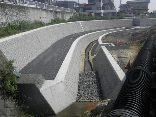ブロック積水路